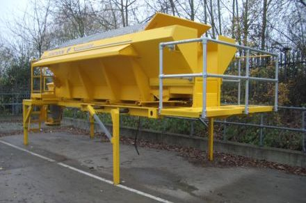 Free standing demountable gritter.